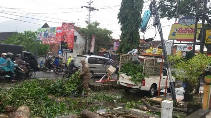 Angin Puting Beliung Rusak 47 Rumah Di Jogja